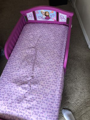 Toddler frozen bed for Sale in Orlando, FL