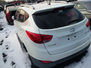 Selling Parts for 11 Hyundai Tucson for Sale in Detroit, MI