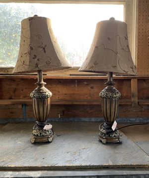 2 modern lamps for Sale in San Bernardino, CA