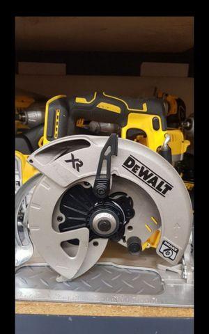 DEWALT 20V MAX XR BRUSHLESS 7-1/4 CIRCULAR SAW TOOL ONLY BRAND NEW for Sale in San Bernardino, CA