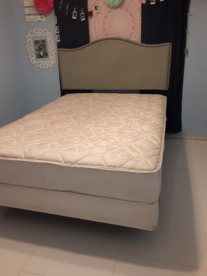 Quem headboard withframe matress and box spring I CAN DELIVERY. PUEDO LLEVAR A DOMICILIO for Sale in Houston, TX