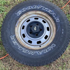 Jeep Wrangler Tire for Sale in Virginia Beach, VA