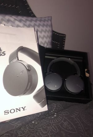 Sony wireless headphones for Sale in Saint Charles, MO