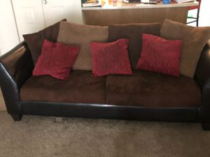 Black and brown couch for Sale in Forest Heights, MD