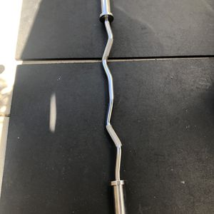 BRAND NEW curl bar with clips CHEAPEST PRICE ON OFFER UP READ DESCRIPTION for Sale in Los Angeles, CA