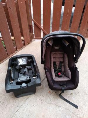 Evenflo infant car seat for Sale in Phoenix, AZ