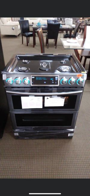 Black stainless steel double oven gas range for Sale in Pasadena, TX