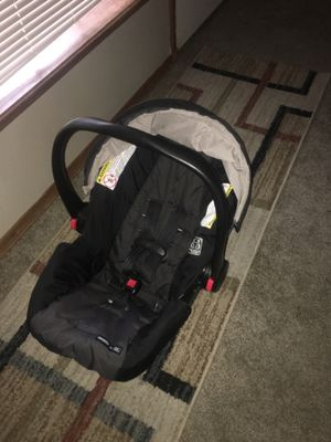Infant Car Seat with Cozy Cover for Sale in Yakima, WA