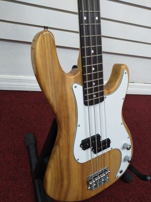 Bass guitar for Sale in Miami, FL