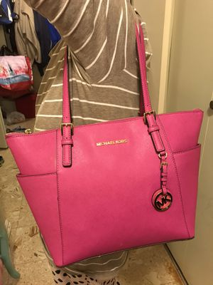 Authentic Michael kors tote bag in new condition for Sale in Fairfax, VA