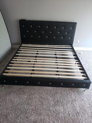 King bedframe, $200.00. for Sale in Fresno, CA