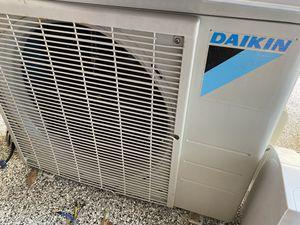 Like new Daiken 12000 btu mini split air conditioning unit. for Sale in Spring, TX