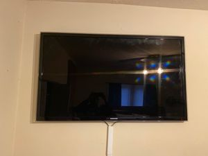 55 inch Samsung TV do not have a TV stand only the wall mount for Sale in Marietta, GA