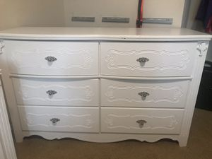 White bedroom set! Dresser, desk and 2 night stands for Sale in Issaquah, WA