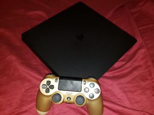 PS4, controller, headphone, and 3 games for Sale in Phoenix, AZ