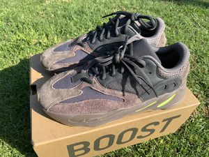 Sz 9.5 Yeezy 700 Muave for Sale in Los Angeles, CA