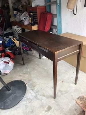 Small desk as is for Sale in FL, US