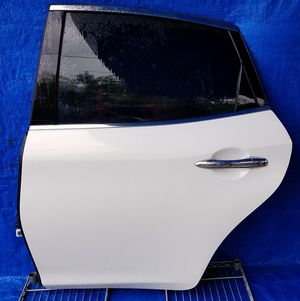 2011-2017 INFINITI M37 Q70 REAR LEFT DRIVER SIDE DOOR WHITE for Sale in Fort Lauderdale, FL