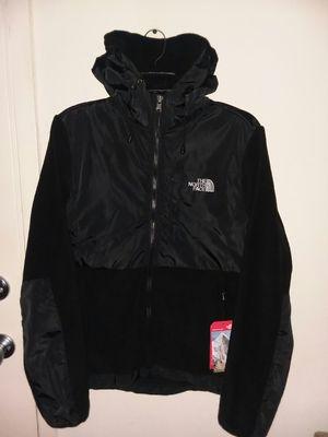Women's North face Denali hoodie fleece jacket size medium for Sale in Gaithersburg, MD