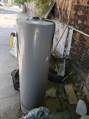 Water heater (SUPER CLEAN!) for Sale in South Gate, CA