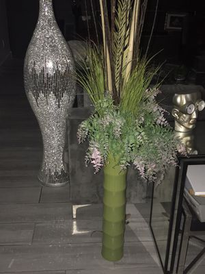 Green vase with flowers for Sale in Henderson, NV