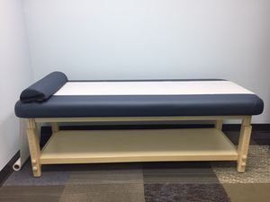 Massage table for Sale in South Brunswick Township, NJ