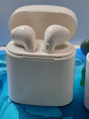 AIRPOD LOOKING BLUETOOTH HEADPHONES for Sale in Franklin, MA
