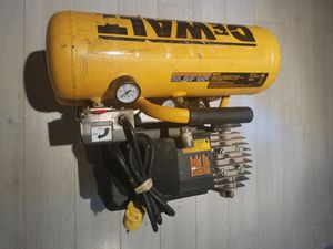 DeWalt D55153 4 Gallon Stacked Tank Compressor 125 PSI Max for Sale in Dale City, VA
