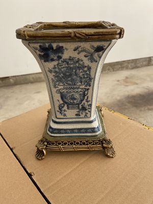 Accent vase for Sale in Lake Bluff, IL