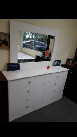 Bed Room Set 1: (Dresser W/Mirror) 1:(5 Drawer) 2:(Nightstands) for Sale in Santa Ana,  CA