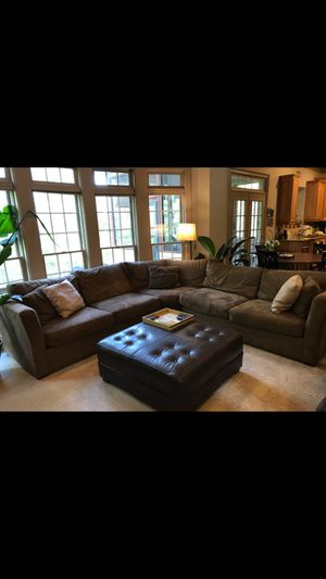 Brown sectional couch!!! for Sale in Suwanee, GA