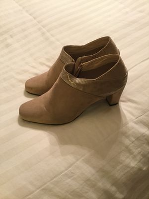 Ladies taupe colored ankle boots -size9 for Sale in High Point, NC