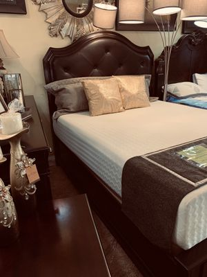 Queen 4pc Bed Set for Sale in Bakersfield, CA
