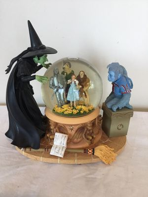 Wizard Of Oz Musical Snowglobe for Sale in Berlin, MD