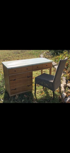 Desk and chair for Sale in Valley Center, KS