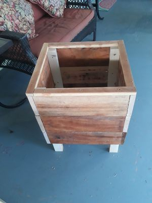 Elevated wood planter for Sale in Miami, FL