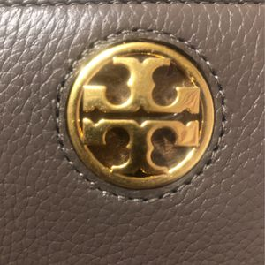 Tory Burch Carson Zip Continental Wallet In Silver Maple for Sale in Lakewood, OH