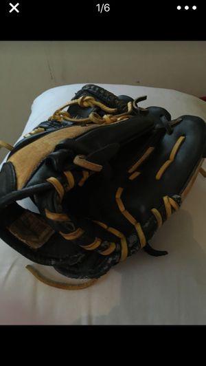 Perfect condition baseball glove for Sale in Newton, KS