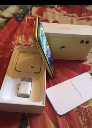 iPhone 11 yellow for Sale in Richmond Heights, OH