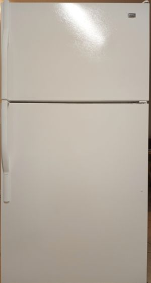 Maytag refrigerator with ice maker like new for Sale in Dunnellon, FL