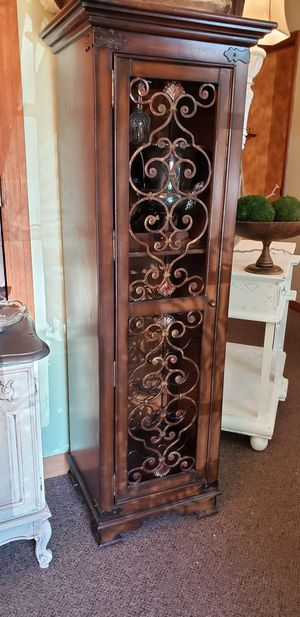 Pulaski Wine Cabinet for Sale in Altamonte Springs, FL