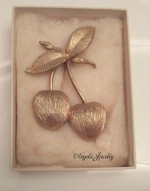 Vintage Signed Sarah Coventry Brooch for Sale in Frederick, MD