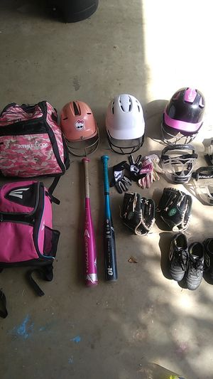Girl softball items- buy individually or $80 for all (bat, cleats, helmet, gloves, face mask/guard, bags) for Sale in Spring Valley, CA