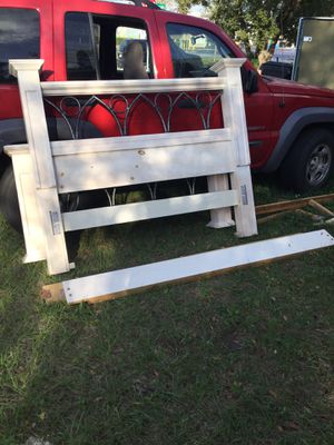 Queen bed frame for Sale in Belle Isle, FL