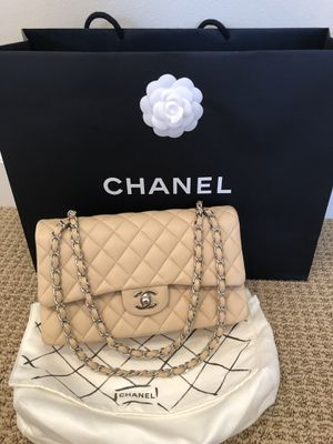 Chanel medium classic flap bag for Sale in Irvine, CA