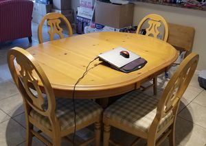 Dining room table and chairs for Sale in Margate, FL