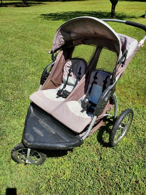 Double stroller by baby trend for Sale in Chapel Hill, TN