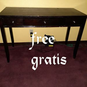 Brown table in good CONDITIONS a little shaky but it is easily fixed for Sale in Brentwood, CA