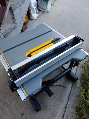 DeWalt DWE7485 15 Amp Corded 8-1/4 in. Compact Jobsite Table saw for Sale in Oakland, CA
