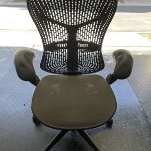 Herman Miller Mirra Office chair for Sale in Lake Forest, CA
